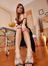 Classy brunette in footplay action
