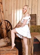 Farm Girl Sucks her Sweet Bare Toes