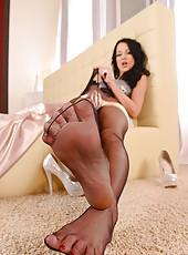 Babe Rubs Herself Under Her Nylons