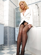 Blonde Splashes Around In Nylons