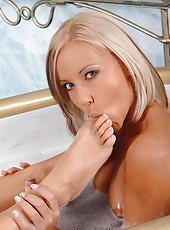 Hot young babes worship their feet