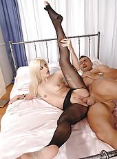 Jessie Volt gets her feet fucked