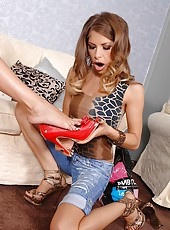 Avril sucking off one horny heel!