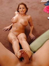 Retro babe gets furious foot fuck