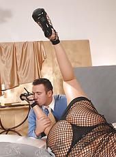 Lulu in foot fucking fetish action