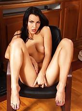 Sexy Eva Smolina soloing barefoot