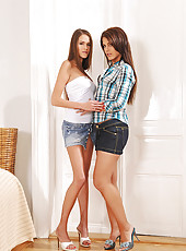 Young lesbian babes