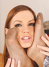 Horny Eufrat & Sandra sucking feet