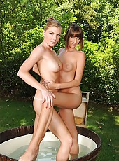 Alise & Ulrika have foot fetish sex