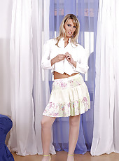 Slim blonde Jessika T.