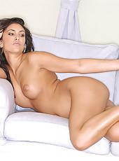Stunning babe Yasmine strips nude