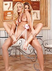 Toe sucking & dildo plunging babes