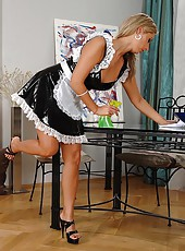 Sexy maid Daria gives a hot footjob