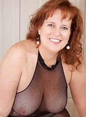 Mature Wife Dawn Marie in Black Fishet