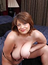 Saggy Tits Mature Pics
